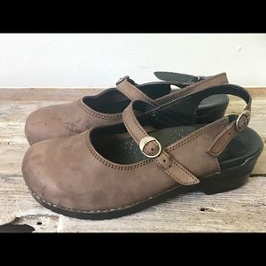 Women's Sanita Brown clogs size 40